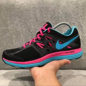 Nike women size 10 used like new shoes.